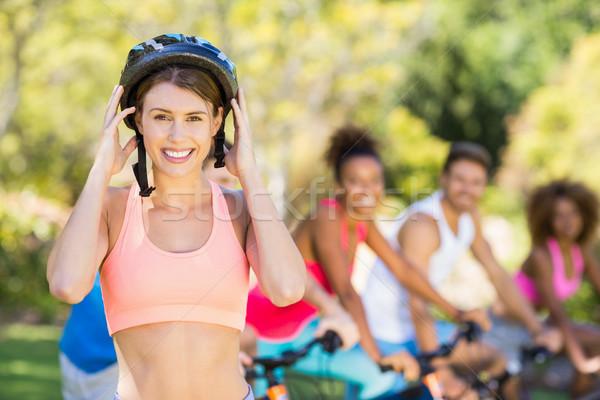 портрет красивая женщина велосипед шлема парка Сток-фото © wavebreak_media
