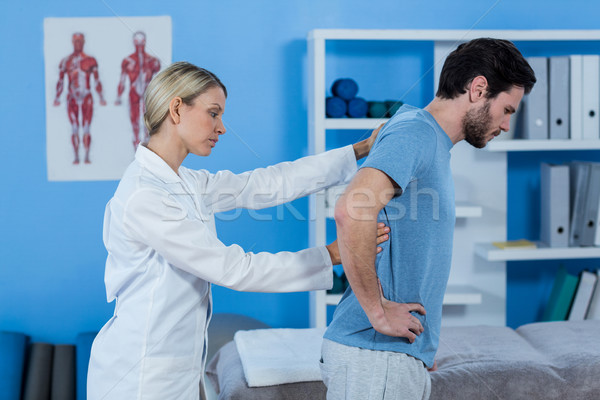 Examinar atrás clínica mujer hombre dolor Foto stock © wavebreak_media