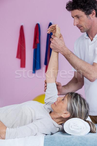 Senior mão clínica mulher massagem Foto stock © wavebreak_media