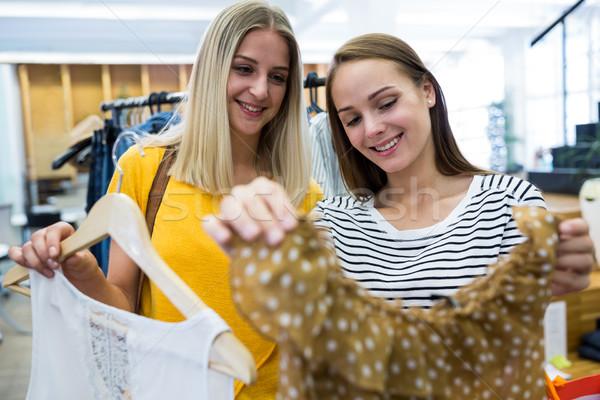 Nők vásárlás ruházat bolt gyönyörű nő Stock fotó © wavebreak_media