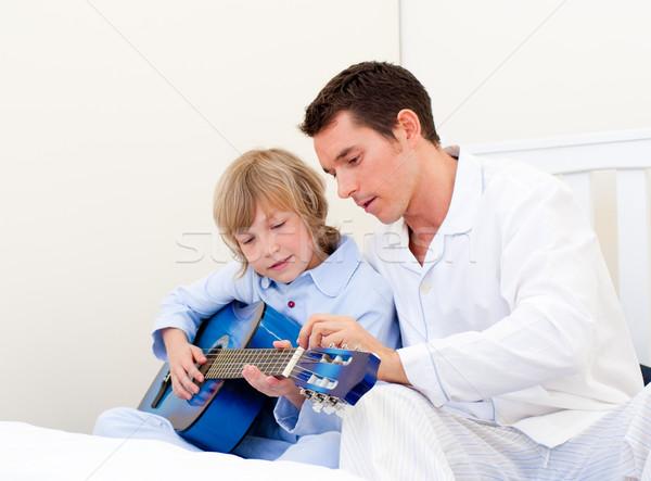 Cute weinig jongen spelen gitaar vader Stockfoto © wavebreak_media