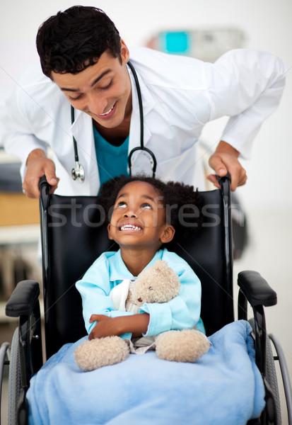 Genç doktor hasta çocuk yardım tıbbi Stok fotoğraf © wavebreak_media