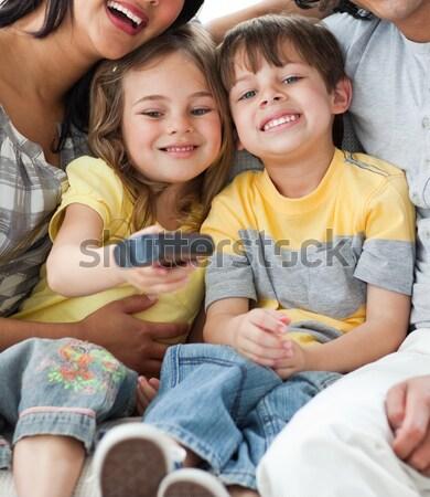 Aranyos gyerekek néz tv szülők nappali Stock fotó © wavebreak_media