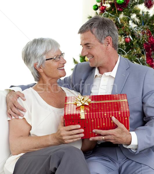 Senior uomo Natale presenti moglie home Foto d'archivio © wavebreak_media