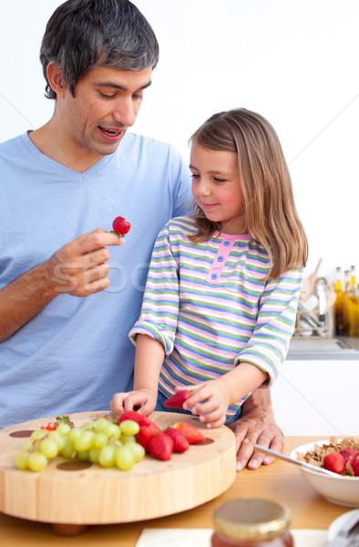 Vrolijk vader dochter ontbijt keuken familie Stockfoto © wavebreak_media
