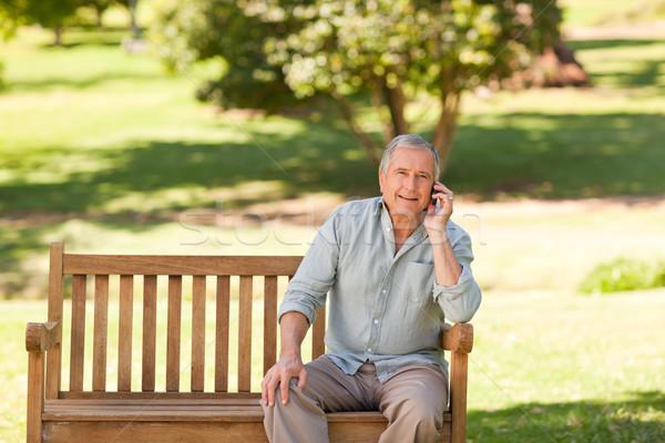 отставку человека парка телефон саду лет Сток-фото © wavebreak_media