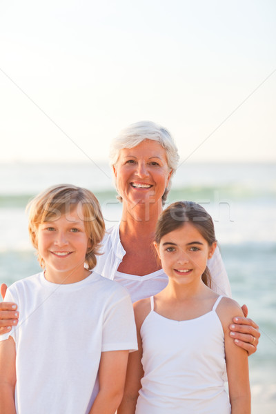 Zdjęcia stock: Portret · babcia · wnuki · plaży · niebo · wody