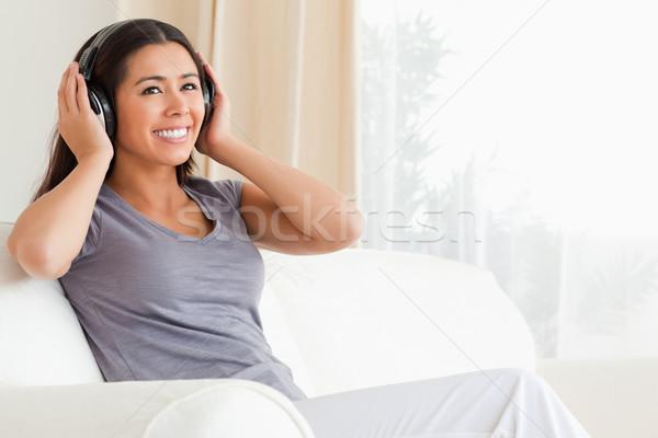 Vrouw vergadering sofa woonkamer Stockfoto © wavebreak_media