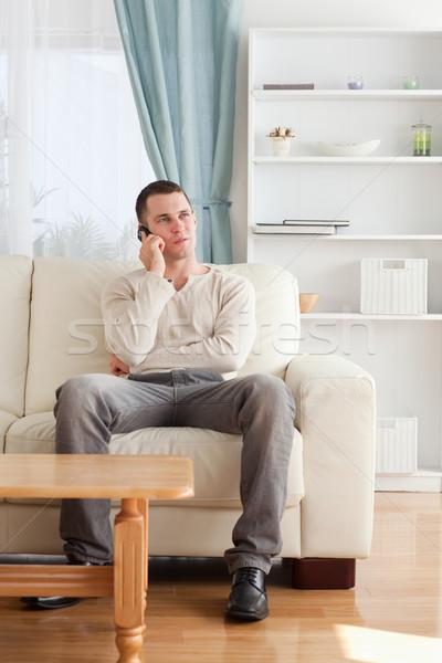 Portret man telefoon vergadering sofa woonkamer Stockfoto © wavebreak_media