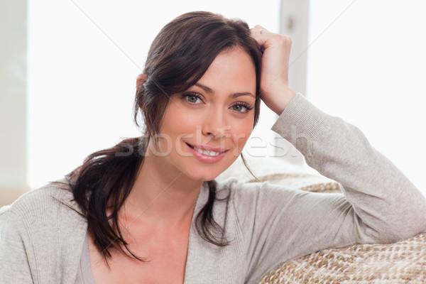 Сток-фото: красивая · женщина · позируют · гостиной · улыбка · моде · домой