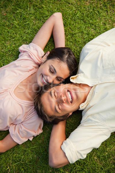 женщину глядя улыбаясь друга голову плечо Сток-фото © wavebreak_media