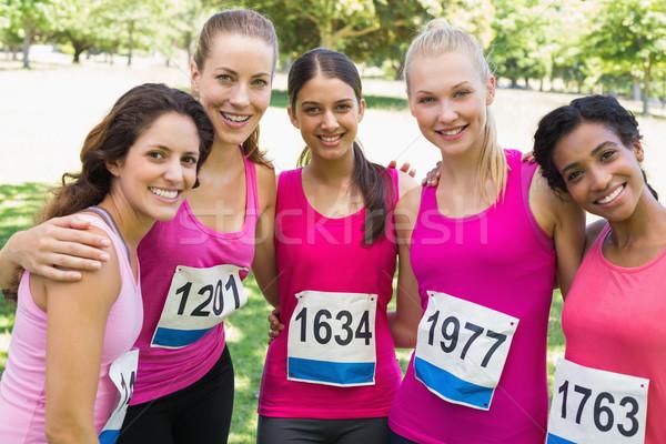 女性 参加者 乳癌 マラソン 立って 一緒に ストックフォト © wavebreak_media