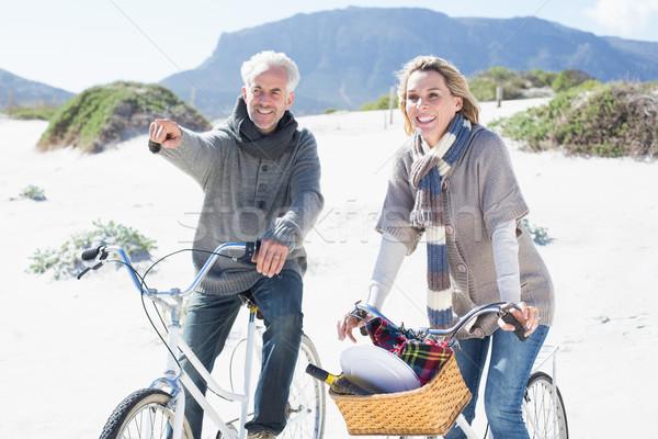 Beztroski para rowerów piknik plaży jasne Zdjęcia stock © wavebreak_media