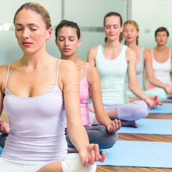 Yoga clase loto plantean fitness estudio Foto stock © wavebreak_media