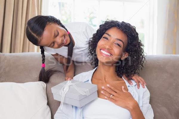 かなり 母親 座って ソファ 娘 提供すること ストックフォト © wavebreak_media