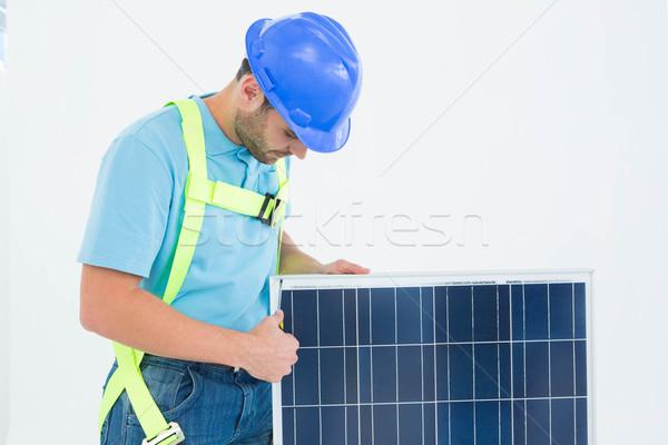 Travailleur de la construction panneau solaire Homme blanche technologie Photo stock © wavebreak_media