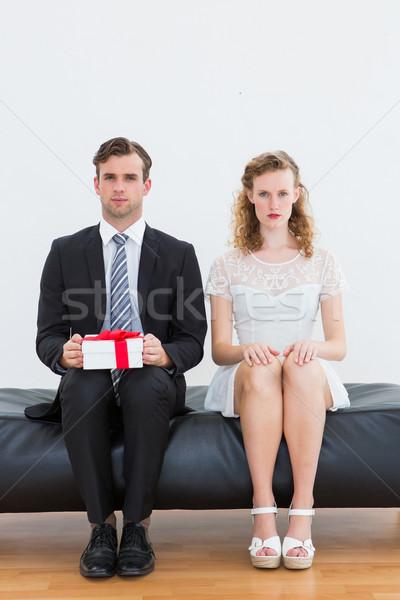Сток-фото: пару · сидят · диване · белый · бизнеса · бизнесмен