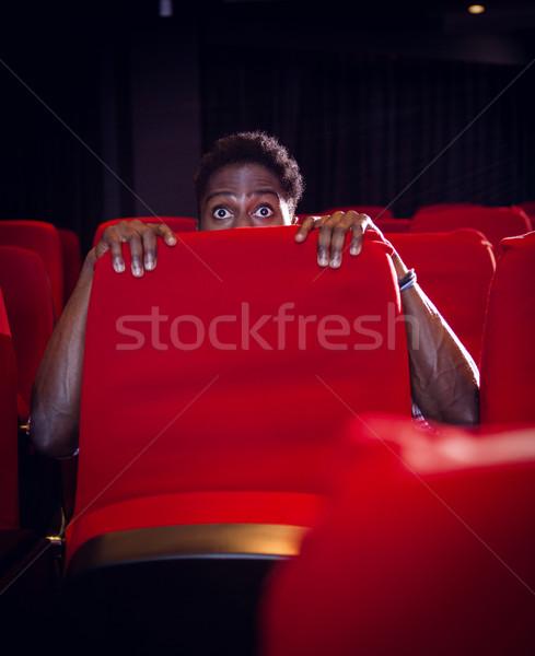 Fiatalember néz ijesztő film mozi film Stock fotó © wavebreak_media