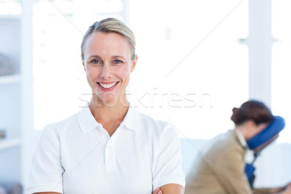 Sorridere fotocamera braccia incrociate medici ufficio donna Foto d'archivio © wavebreak_media