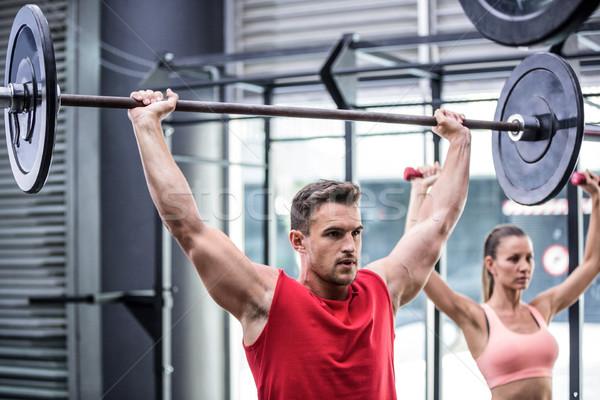 Kettő fiatal súlyemelés crossfit tornaterem férfi Stock fotó © wavebreak_media