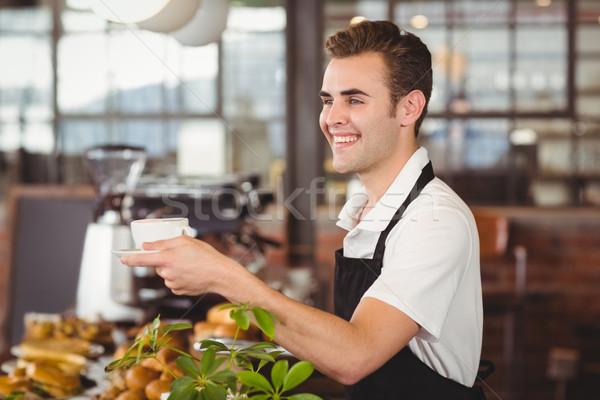 Mosolyog barista felajánlás csésze kávé kávéház Stock fotó © wavebreak_media