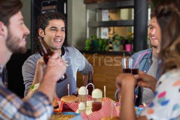 Vrienden drinken bier pub groep glimlach Stockfoto © wavebreak_media