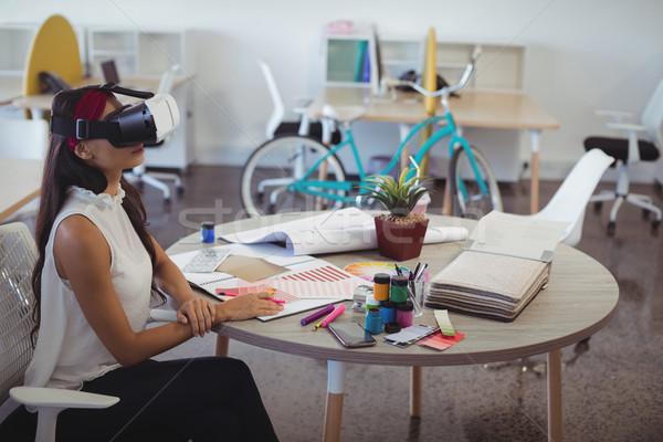 Zakenvrouw virtueel realiteit technologie creatieve kantoor Stockfoto © wavebreak_media