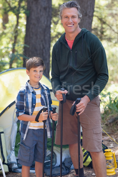 Mosolyog apa fia tart kirándulás erdő portré Stock fotó © wavebreak_media