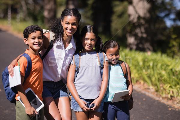 Ritratto felice insegnante bambini digitale strada Foto d'archivio © wavebreak_media