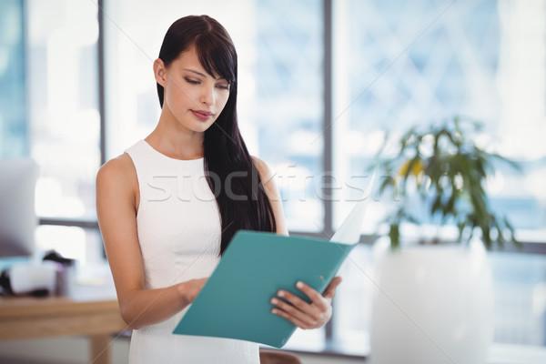 Aandachtig uitvoerende lezing bestand kantoor Blauw Stockfoto © wavebreak_media