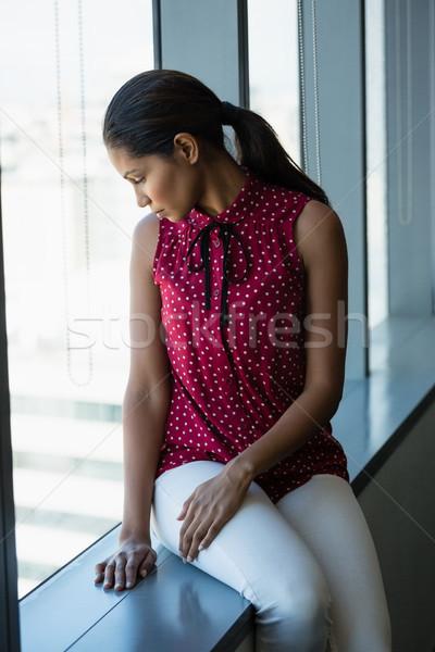 Nadenkend uitvoerende naar venster kantoor denken Stockfoto © wavebreak_media