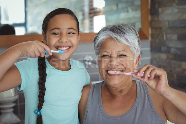 Grootmoeder kleindochter badkamer home gelukkig Stockfoto © wavebreak_media