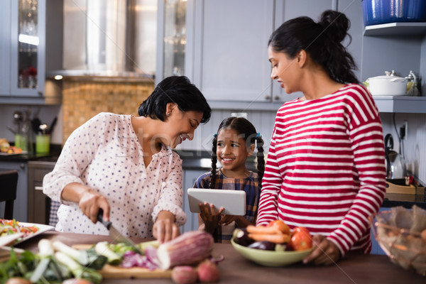Szczęśliwy rodziny domu stałego kuchnia Zdjęcia stock © wavebreak_media