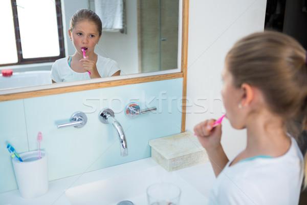 мнение девушки домой окна Сток-фото © wavebreak_media