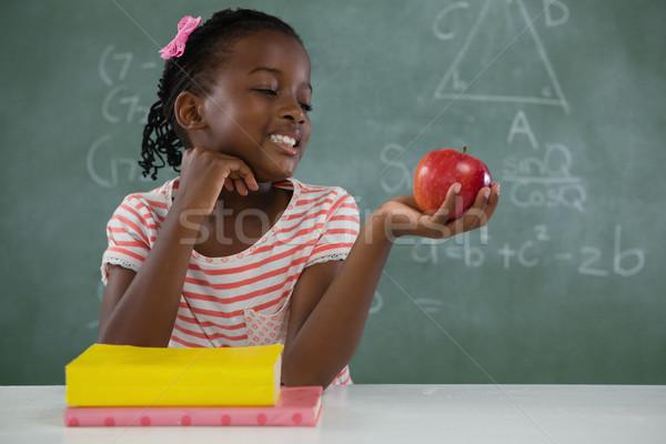 Aluna maçã vermelha branco adorável criança Foto stock © wavebreak_media