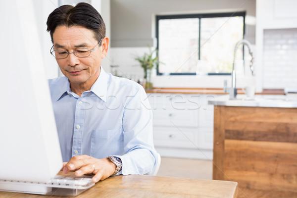 улыбаясь человека домой компьютер счастливым Сток-фото © wavebreak_media