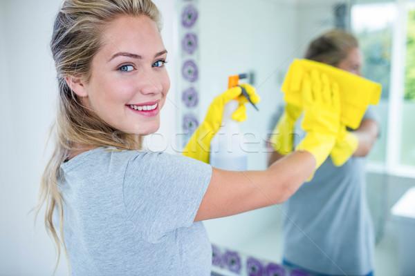 женщину очистки зеркало ванную дома домой Сток-фото © wavebreak_media