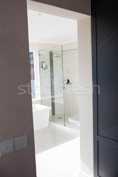 Vue vide salle de bain maison chambre étage Photo stock © wavebreak_media