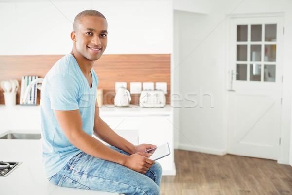 улыбаясь человека таблетка кухне сидят борьбе Сток-фото © wavebreak_media