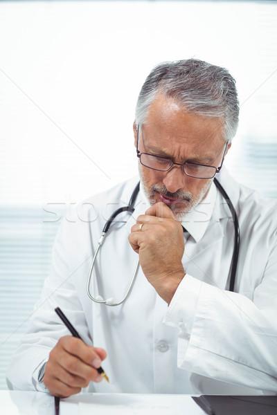 Médico escrita bloco de notas clínica escritório médico Foto stock © wavebreak_media