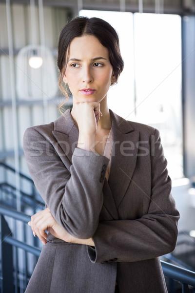 Photo stock: Jeunes · femme · d'affaires · bureau · affaires · costume · travailleur