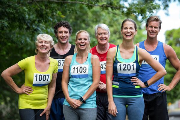 Maratona atletas posando parque mulher árvore Foto stock © wavebreak_media