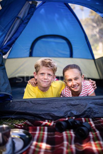 Testvérek sátor portré átkarol egyéb lány Stock fotó © wavebreak_media