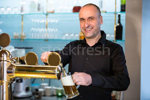 Bar zärtlich Füllung Bier pumpen Porträt Stock foto © wavebreak_media