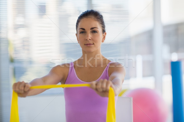 Retrato mujer resistencia banda fitness Foto stock © wavebreak_media