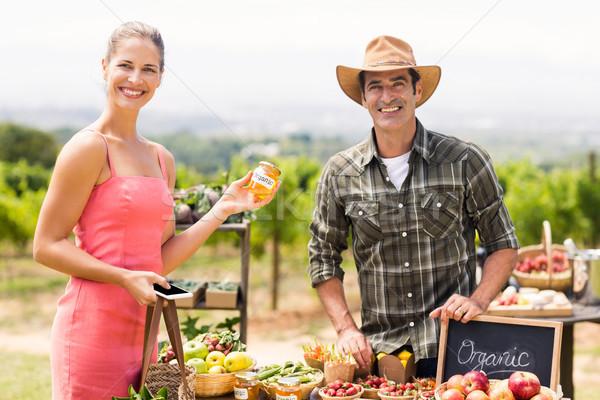Ritratto agricoltore produrre cliente Foto d'archivio © wavebreak_media