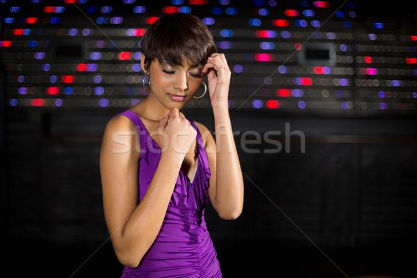 Jeune femme danse piste de danse bar fête heureux Photo stock © wavebreak_media