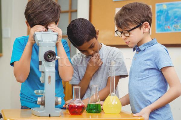 Iskolás tudomány lecke osztályterem fiú osztály Stock fotó © wavebreak_media