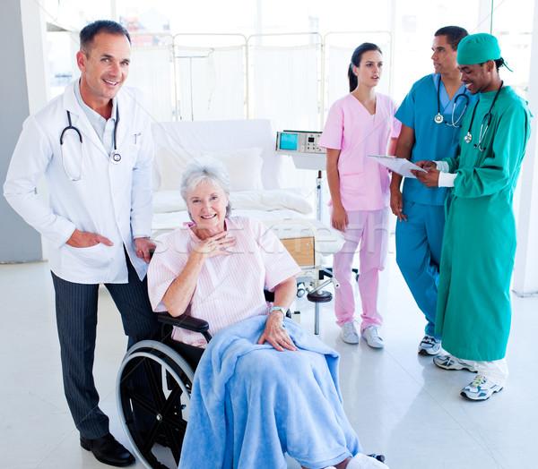 Pozitív orvosi csapat elvesz törődés idős Stock fotó © wavebreak_media