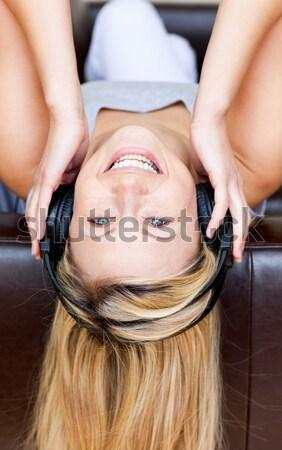 Vrouw hoofdtelefoon sofa gelukkig home rock Stockfoto © wavebreak_media